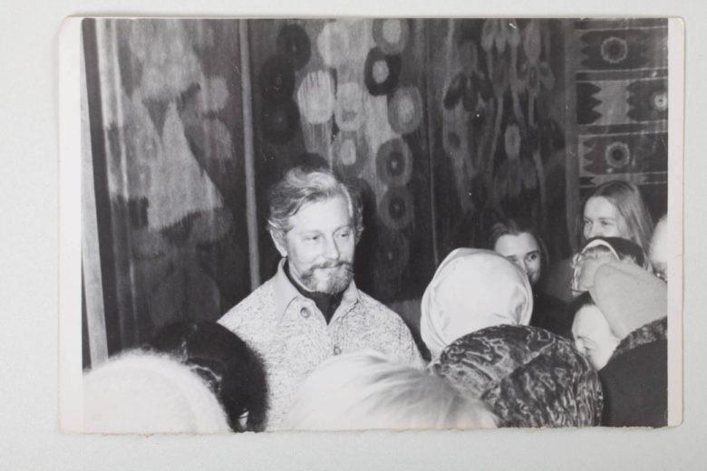 Myjailo Bilas en su exposición personal en la ciudad de Kániv
